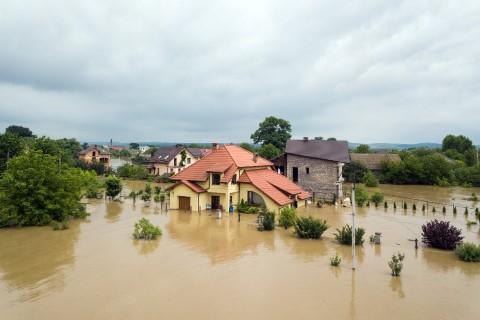 การทาสีบ้านหลังน้ำท่วม 1